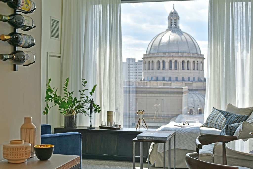 1. Stunning views of Boston right outside your floor-to-ceiling windows